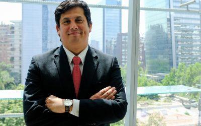Profesor Nicolás Oxman fue el único representante chileno en Congreso Internacional de la Universidad de Valencia